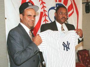 Bob Watson, histórico arquitecto de la dinastía de los Yankees de Joe Torre, muere a los 74 años