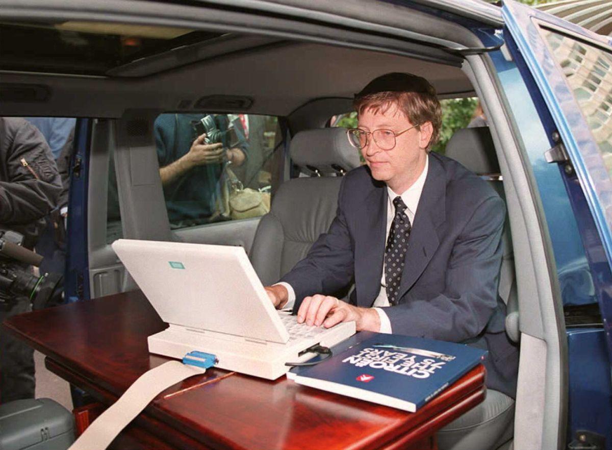 Una foto de Bill Gates en París, Francia, antes de una rueda de prensa en septiembre de 1995.