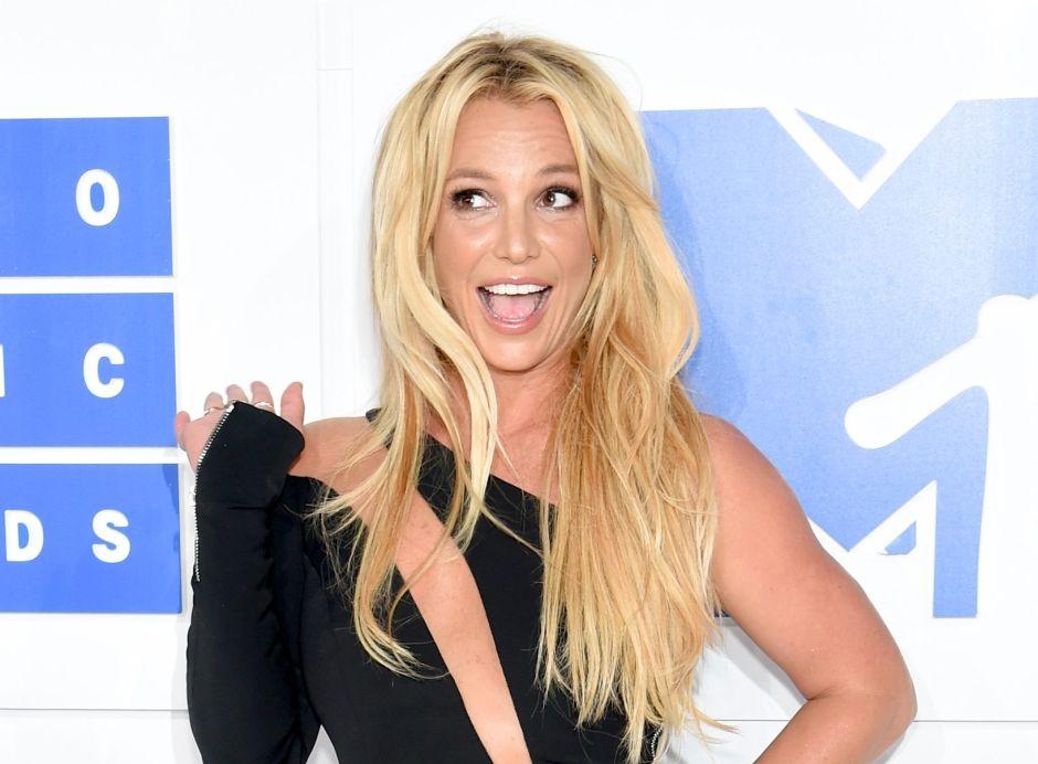 Candelaria Tinelli se rapó un costado de la cabeza al estilo de Britney Spears
