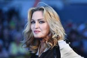 A sus 62 años, Madonna luce su cuerpo al posar en sexy lencería negra