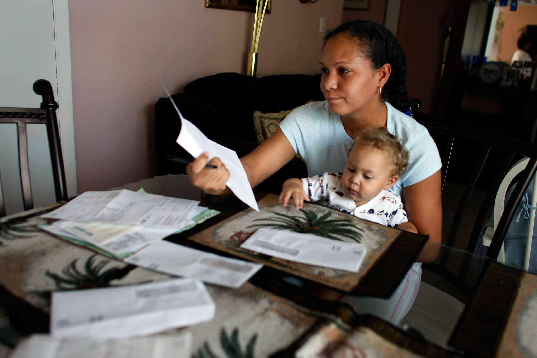 Cheque ayuda económica dinero pagos estímulo coronavirus COVID-19 desempleo jubilación facturas ahorros hipoteca comida alquiler
