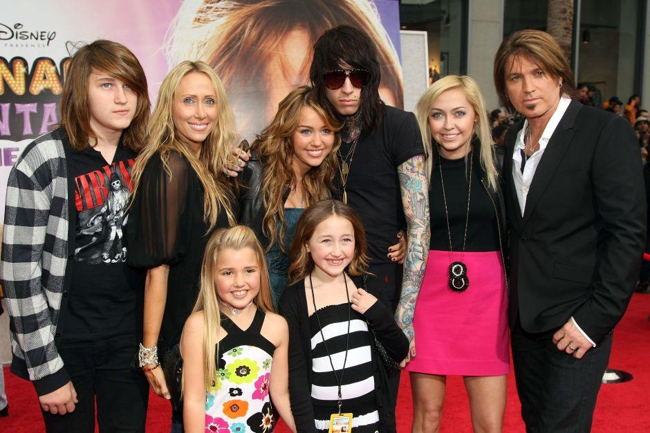 La enorme familia de Miley Cyrus prepara una colaboración musical muy especial