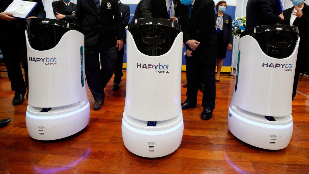 Pueden maniobrar los robots de forma remota.
