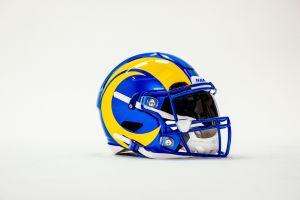 Con el nuevo estadio en el casco: los Rams de Los Ángeles modernizan sus uniformes