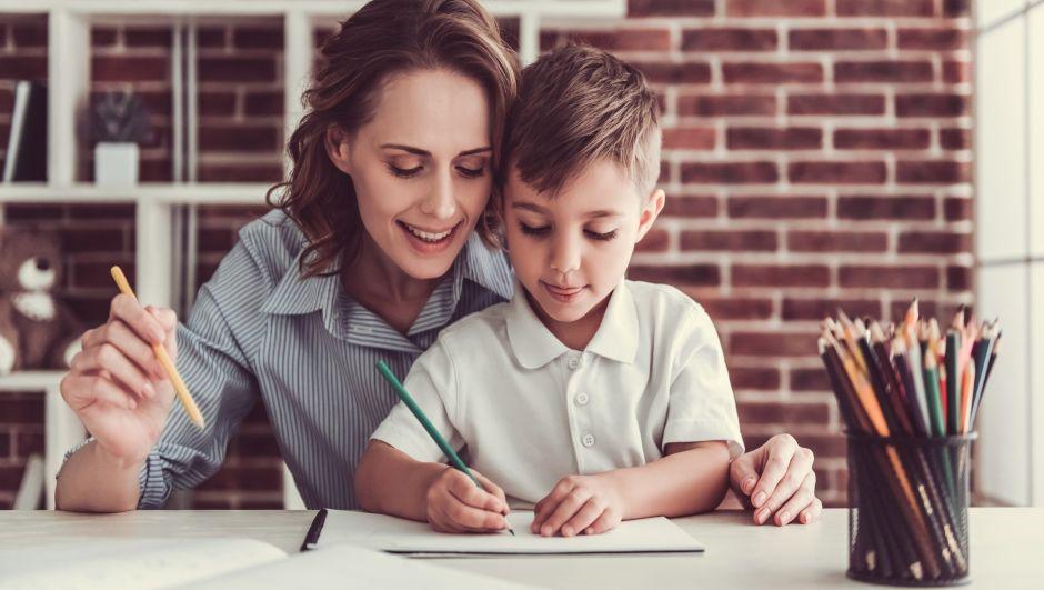¿Estás educando y dando clases a niños en la casa? Herramientas y productos que necesitas para facilitarte la tarea