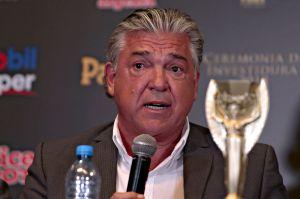 Histórico del América, Héctor Miguel Zelada, es acusado de aprovecharse de Maradona para ganar mucho dinero