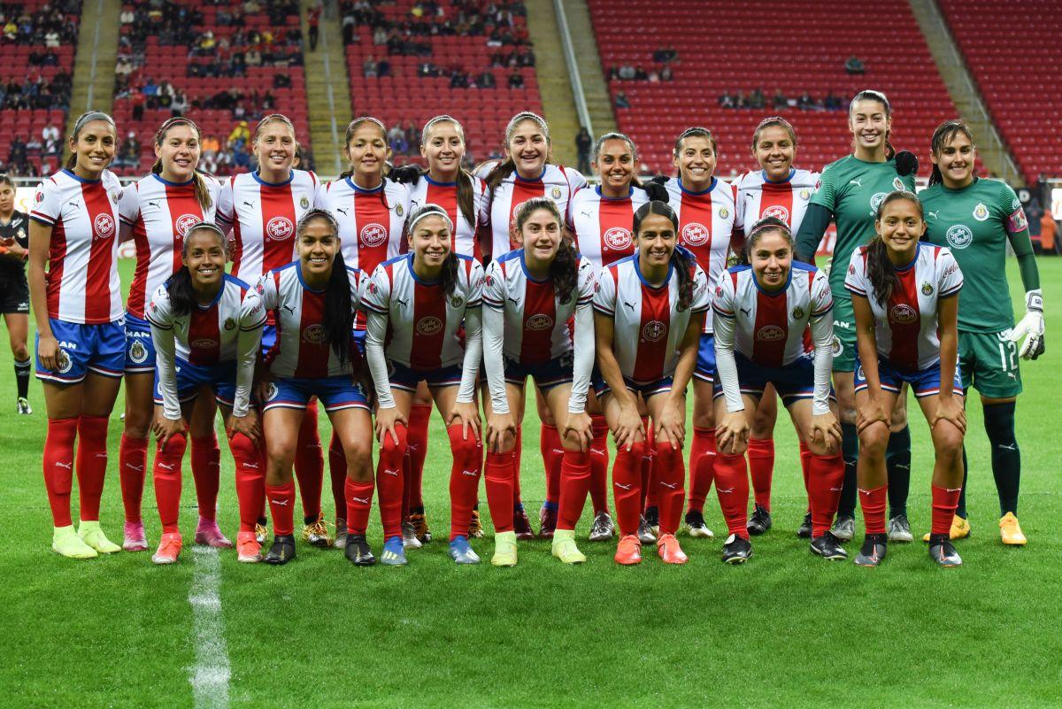 Equipo femenil de las Chivas en 2020.