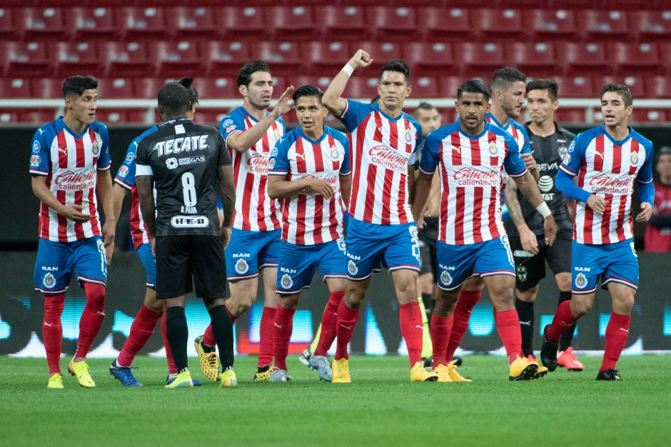 """¿Por qué las camisetas de Chivas ya no son Nike? Al cuadro rojiblanco sólo le duró cinco partidos la marca """"de la palomita"""""""