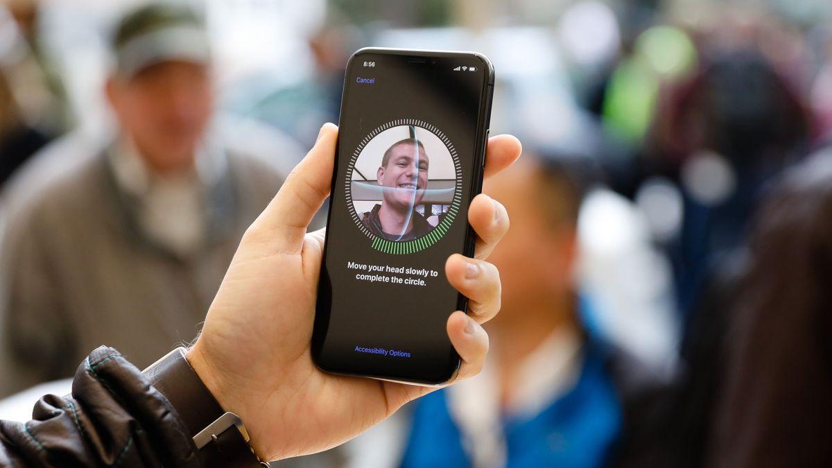 iOS ya permite desbloquear el iPhone al llevar cubrebocas