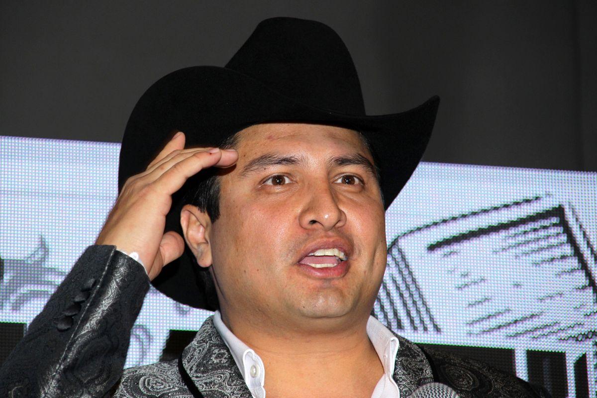 Julión Álvarez contó la leal historia de su hija con su mascota.