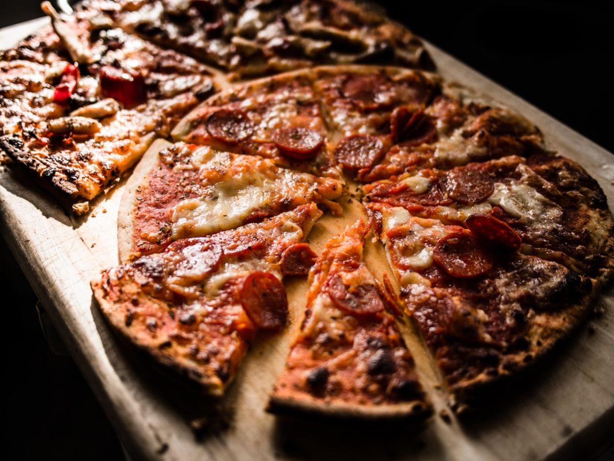 """La palabra """"pizza"""" no se debe castellanizar."""