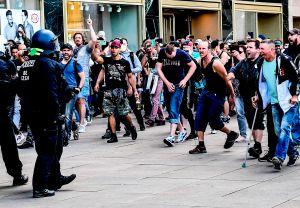 Cientos de manifestantes desafían a la policía en Berlín