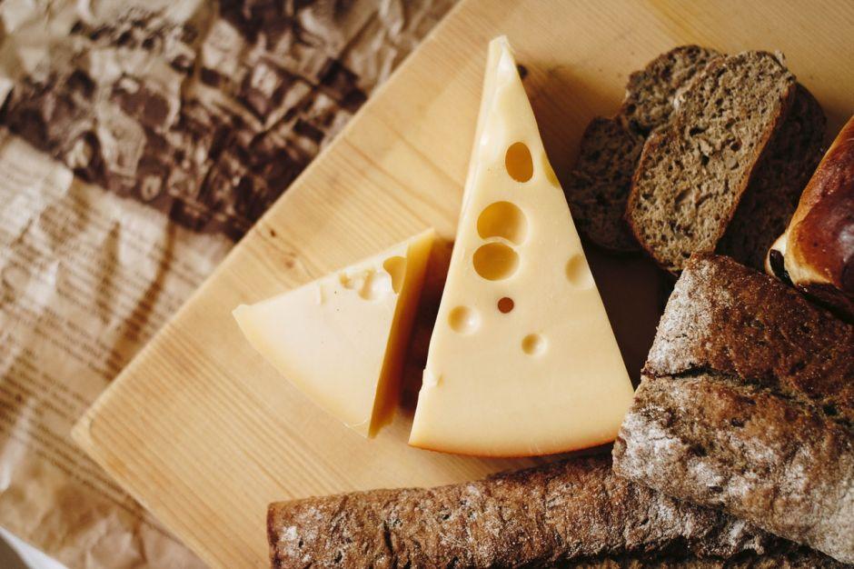 8 errores que cometes al comprar, comer y guardar tus quesos