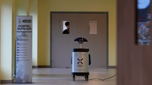 """Panchito, Espejito y """"El Boni"""" los robots que luchan contra el coronavirus"""