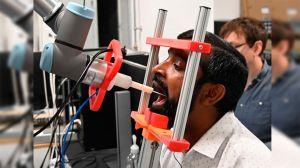 Robot toma muestras para detectar COVID-19