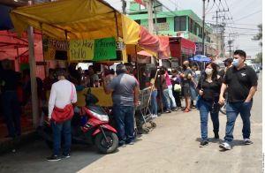 Se aglomeran en comercios para celebrar el Día de las Madres en México