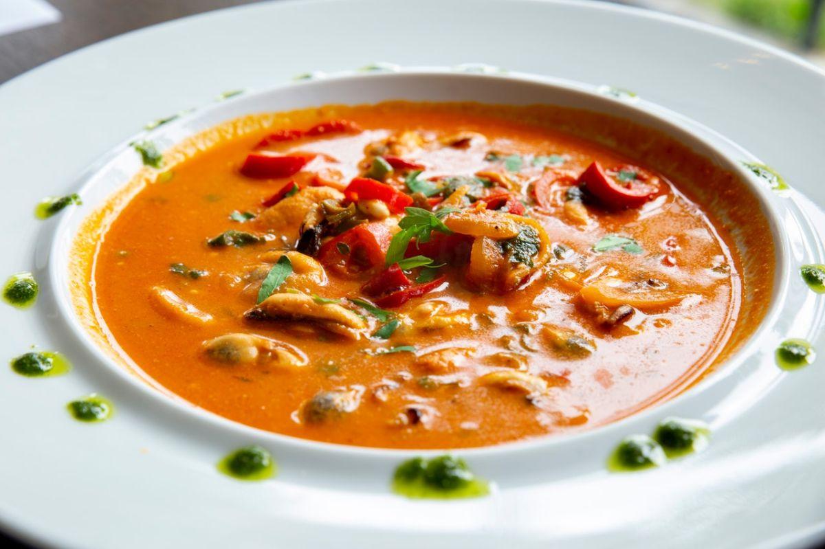 Proteínas y hierro en sopa de frijoles refritos