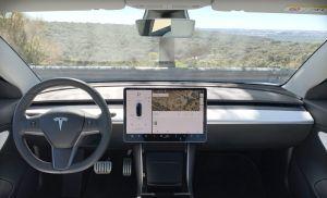 Tesla anuncia su propio sistema de videollamadas en sus autos