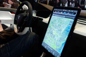 Por qué la seguridad de los autos Tesla da tantas dudas