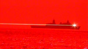 Marina de EE.UU. usa rayo láser para atacar drones enemigos