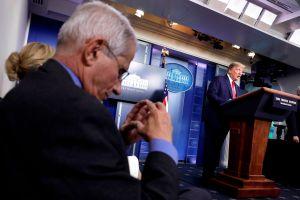 Campaña de Trump usó declaraciones de Fauci sin permiso, según dijo el propio epidemiólogo