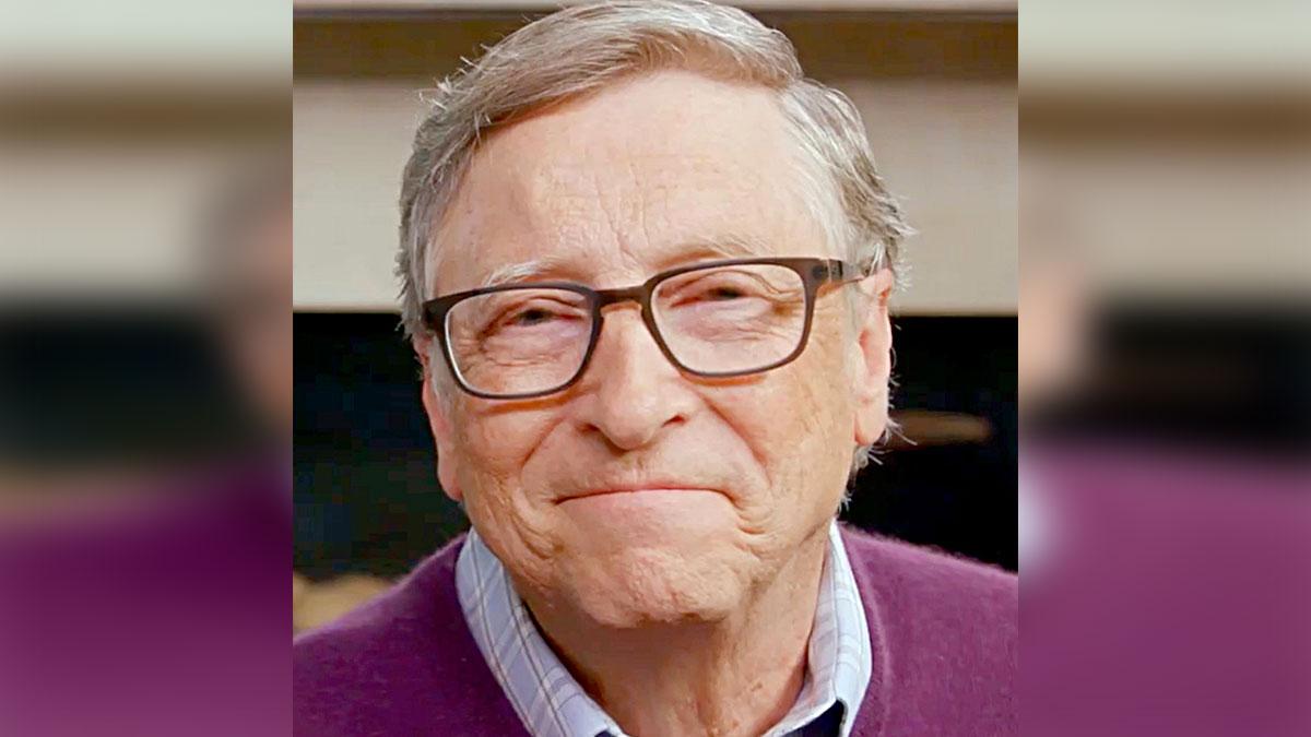 Bill Gates suele leer grandes cantidades de libros desde la infancia.
