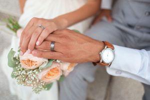 Cobraba entre $50,000 y $70,000 dólares: mujer de Texas organizaba matrimonios para arreglar el estatus migratorio