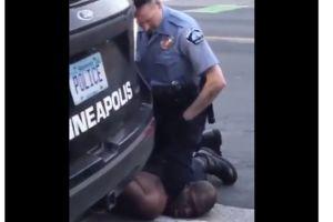 """Imágenes fuertes: Es de Texas el hombre que aparece en un video donde muere bajo la custodia de cuatro policías; les decía """"no puedo respirar"""""""