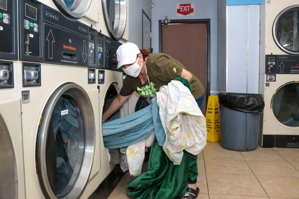 Raquel Rincón fue una de 100 personas que pudieron ir a lavar de  forma gratuita.