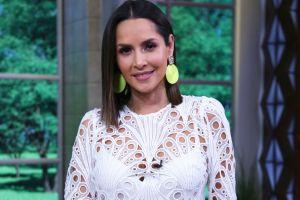 Carmen Villalobos posa en mini shorts y enloquece a sus fans