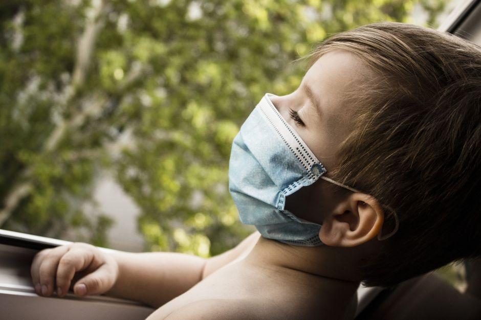 Alerta: 20 niños juntos en la escuela pueden contagiar coronavirus a 800 personas en dos días