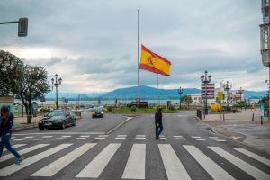 España decreta 10 días de luto nacional por víctimas del COVID-19
