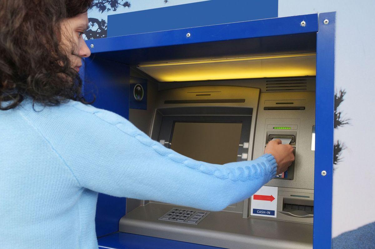 IRS: El paso a paso para activar tarjeta de débito con cheque de estímulo para estadounidenses