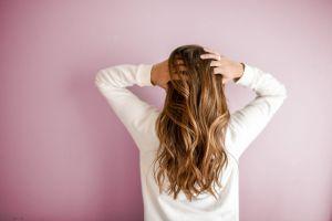 Controversia en redes, Carolina Herrera afirma que mujeres con cabello largo pasados los 40 años son vulgares