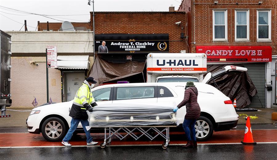 Pagó $15 mil dólares por el funeral de su madre y ahora teme que el cuerpo terminó en un camión de mudanzas en Nueva York