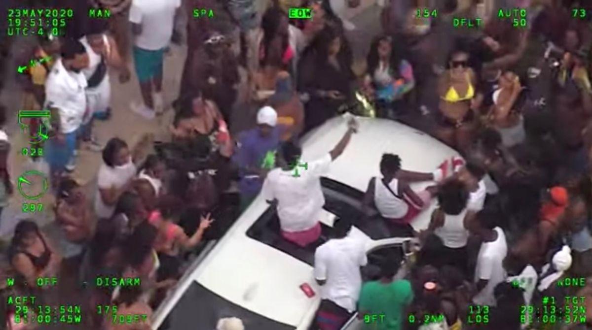 Montan una fiesta multitudinaria en Daytona Beach, sin mascarilla ni distancia social, durante el Memorial Weekend