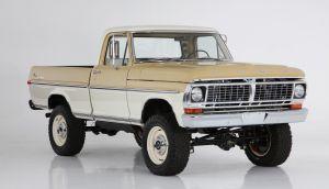 Esta Ford Ranger de 1970 tiene lo último en tecnología y un potente motor de Mustang, sin perder su aire retro