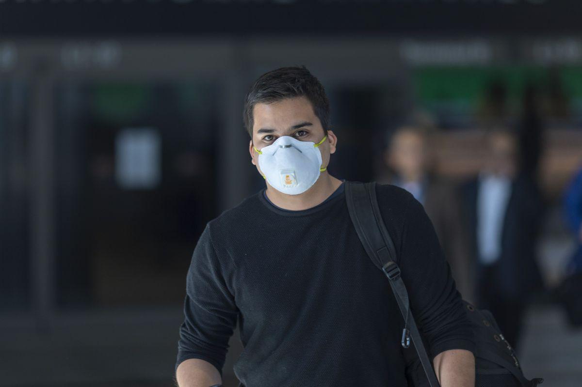 Vuelve a California el mandato de usar mascarilla en todo momento debido a tercera oleada de coronavirus