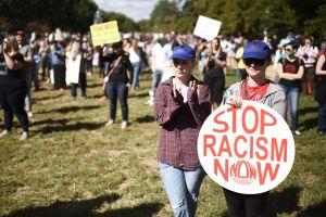 """El condado de San Bernardino declara el racismo como una """"crisis de salud pública"""""""
