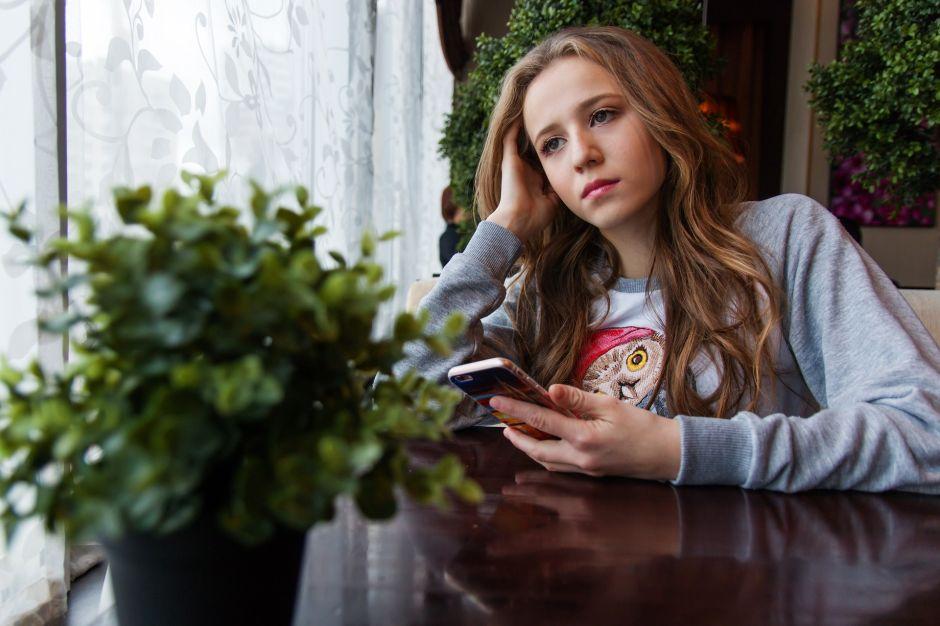 Viven adolescentes en la pandemia con su vida amorosa de cabeza