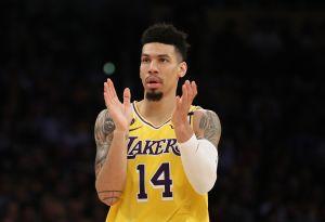 Un jugador de los Lakers quiere que estés fresco… y te rasures los testículos