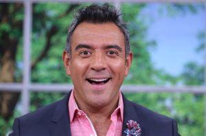 La salida de Héctor Sandarti de 'Un nuevo día' provoca polémica entre fans de Telemundo