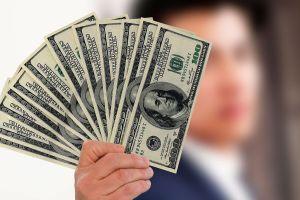 Jefe sorprende a sus empleados y les reparte $1.6 millones para apoyarlos por el COVID–19