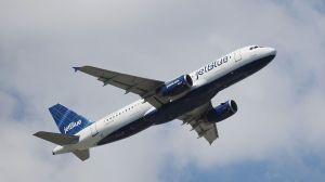 Video resume vuelos bajos de JetBlue en honor a trabajadores esenciales de Nueva York; Ocasio-Cortez los criticó