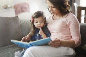 Madre universitaria, mayor bienestar de los hijos