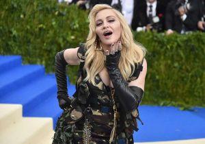 Madonna anunció con foto en lencería que se someterá a tratamiento regenerativo