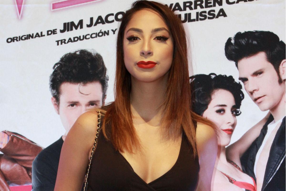 En trikini negro, María Chacón modela como una sensual marinera
