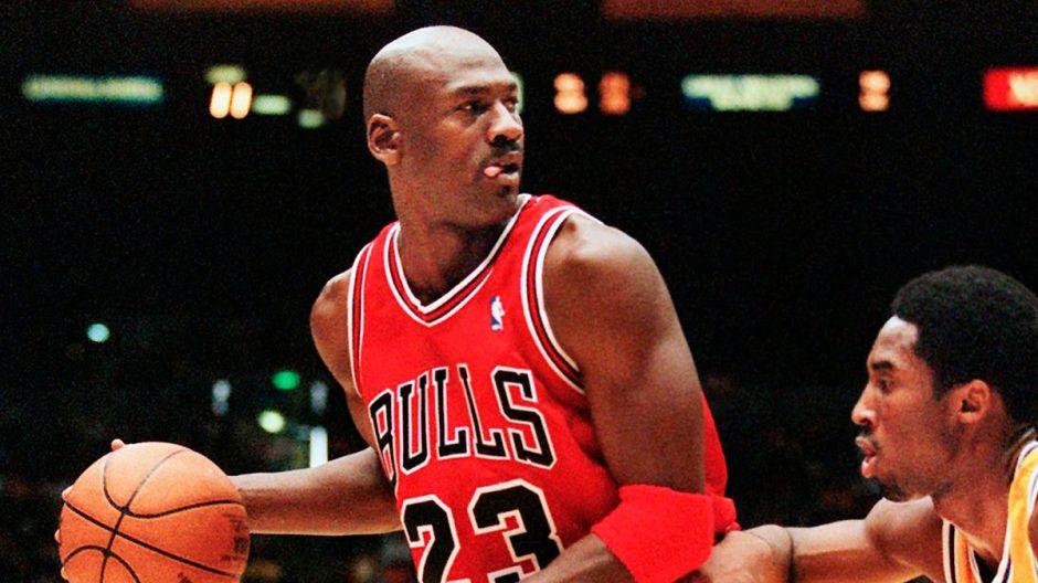 Primer autógrafo de Michael Jordan, a los 13 años, está en subasta y esperan más de $50 mil dólares por él