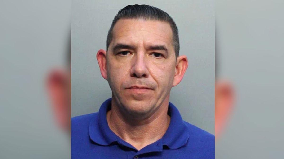 Michel Merchán, de 45 años, fue arrestado con dos cargos por gran robo.