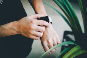 ¿En qué ayuda un smartwatch al cuidar de tu salud? Conoce sus mejores características y 3 modelos destacados de Amazon